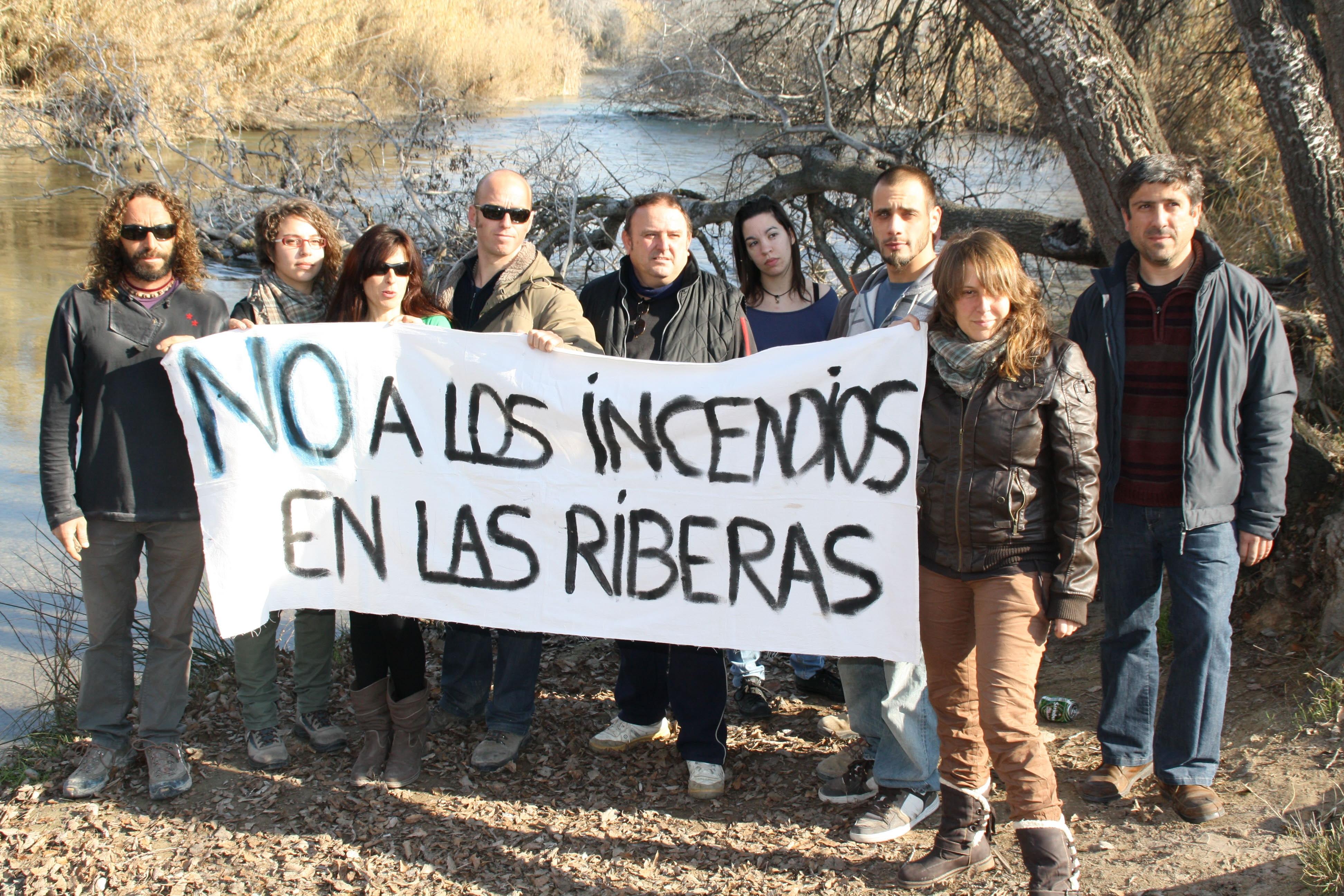 Protesta contra la quema de cañas junto al Segura
